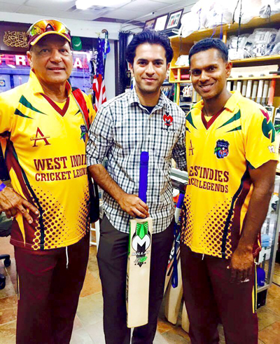 Sheryar Hussain poses with former West Indies players, Faoud Bacchus (left) and Shivnarine Chanderpaul (right).