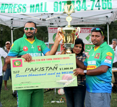 Pakistan skipper Naeem Arif (left along with manager Irfan Malik collects the winning trophy and check from Floretta Ali.