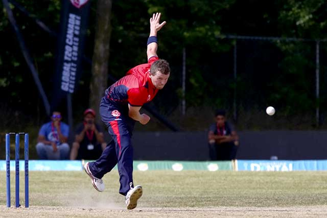 Peter Siddle bowling